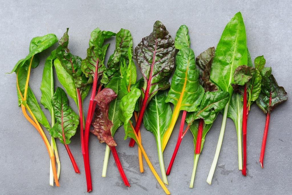 Зеленые листовые овощи Рапини