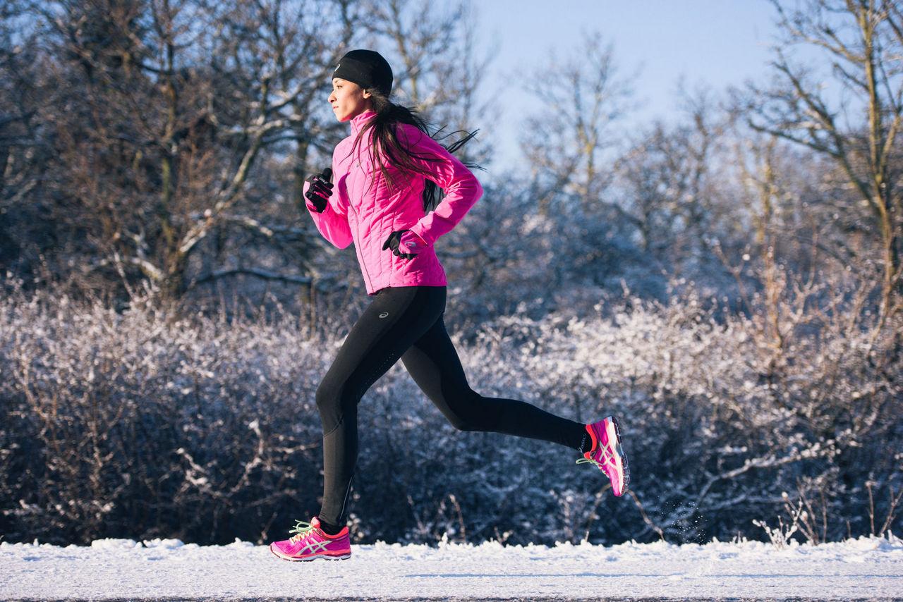 Одежда для бега зимой женская Asics