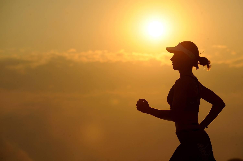 Полезно или вредно бегать по вечерам? Плюсы и минусы от бега вечером