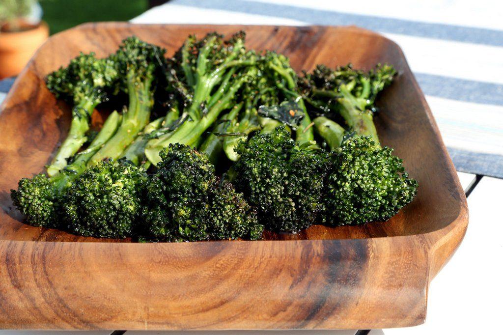 Зеленые листовые овощи Брокколини