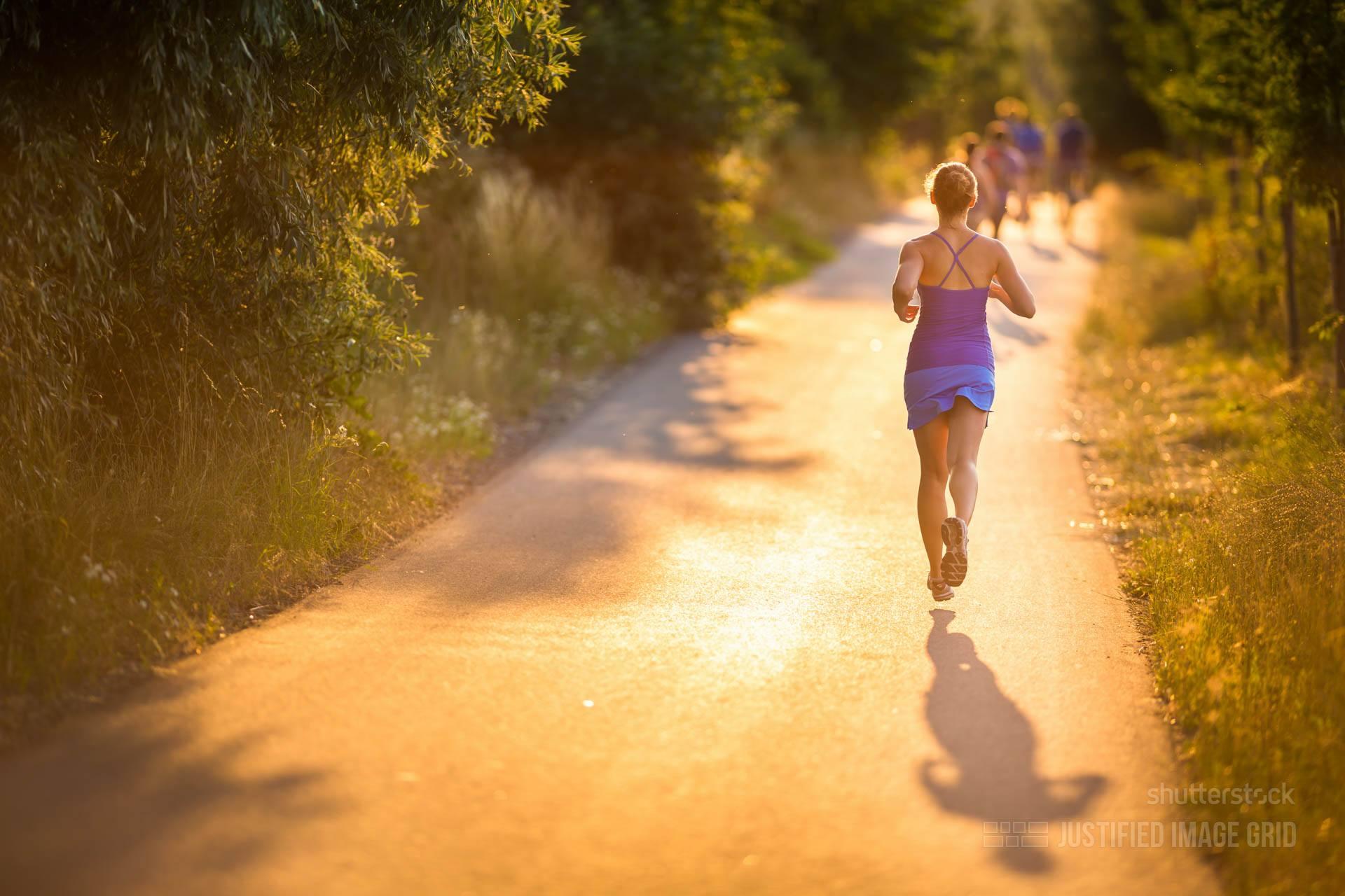 Бег на беговой дорожке для похудения_Бег в парке