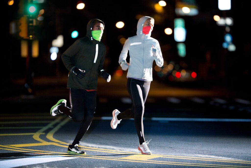 В какой одежде бегать ночью